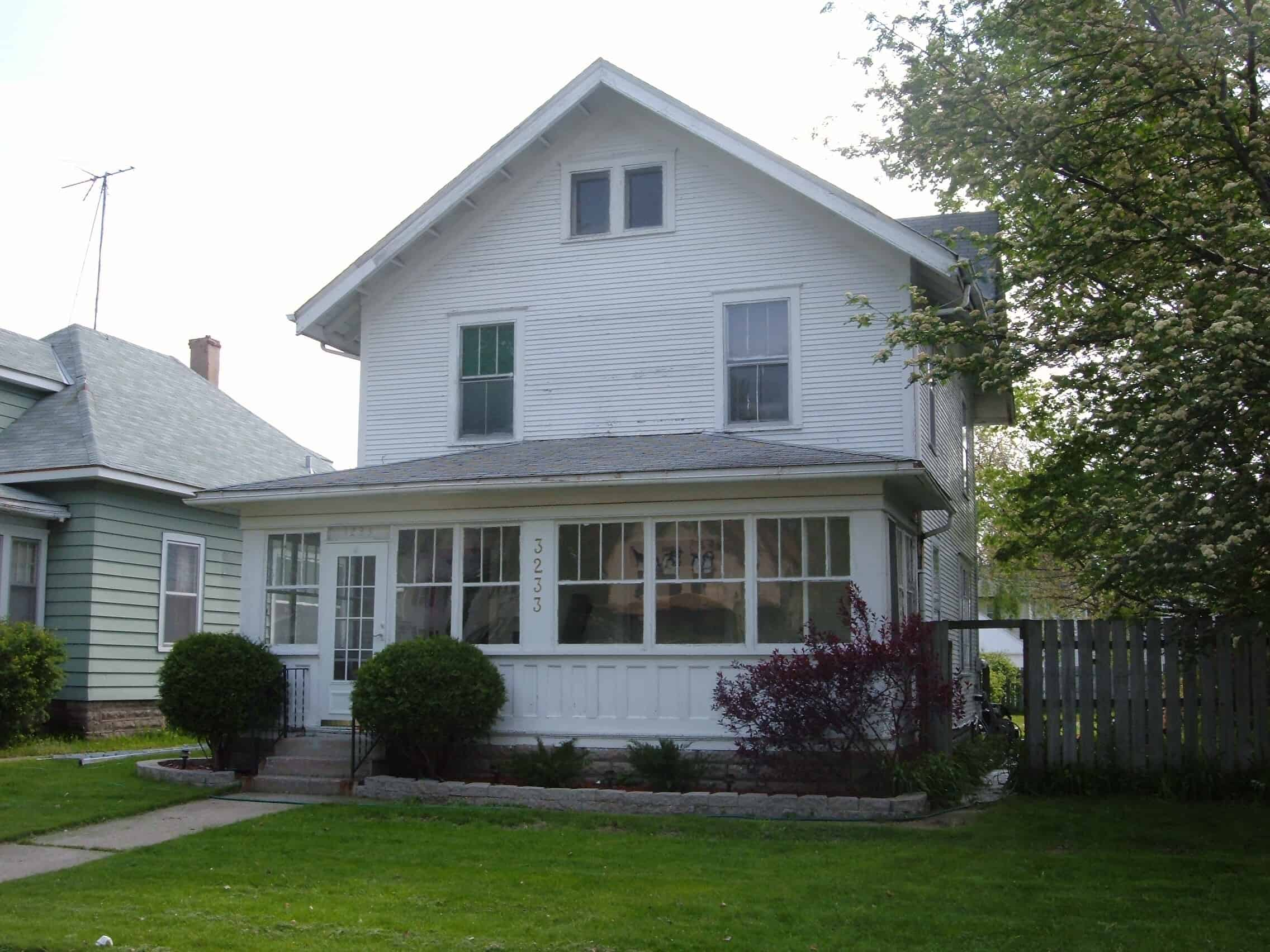 Exterior house painting cost minneapolis painting company for Cost to have a house painted